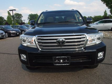 صور 2013 Toyota Land Cruiser V8 SUV 3