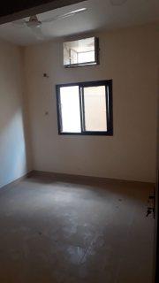 شقه 2غرفه نوم للايجار في المحرق شارع السوق بجوار مسجد الشيخ حمد