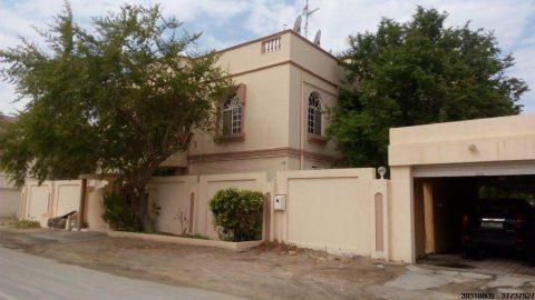 للبيع فيلا + أرض في وثيقتين في مدينة عيسى قرب مسجد سبيكة