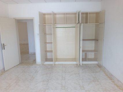 شقه 2غرفه نوم سكنيه او تجاريه للايجار في الرفاع الشرقي بالقرب من صيداليه اوال