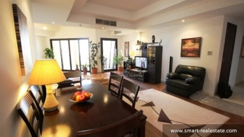 شقة مكونة من 3 غرف مؤثثة بالكامل للبيع ف منطقة أمواج