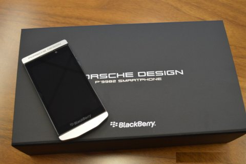 صور Buy New Release: BlackBerry Porsche P'9982 (Add Pin 29241743) 1