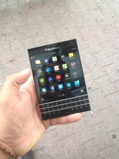 صور Original Blackberry Passport & Blackberry Porsche Design P9981  1