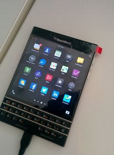 صور Original Blackberry Passport & Blackberry Porsche Design P9981  2