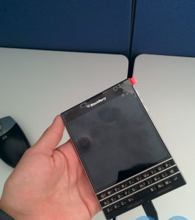 صور $Original Blackberry Passport & Blackberry Porsche Design P9981  3