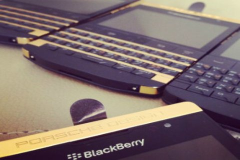 صور Original Blackberry Passport & Blackberry Porsche Design P9981  4