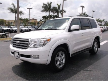 2011 TOYOTA LAND CRUISER V8