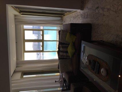 للإيجار شقة في الريف تتكون من غرفة وحمامين وصالة ومطبخ مفروشة با