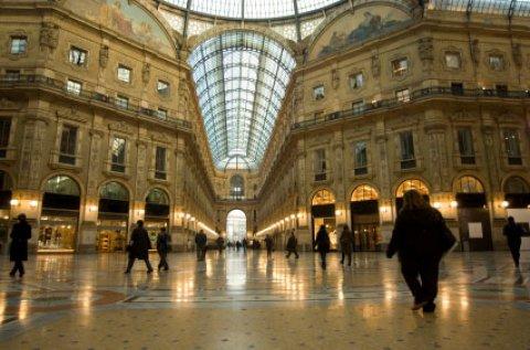 دليل سياحي وسائق ومترجم و مرافق.ايطاليا وفرنسا والمغرب